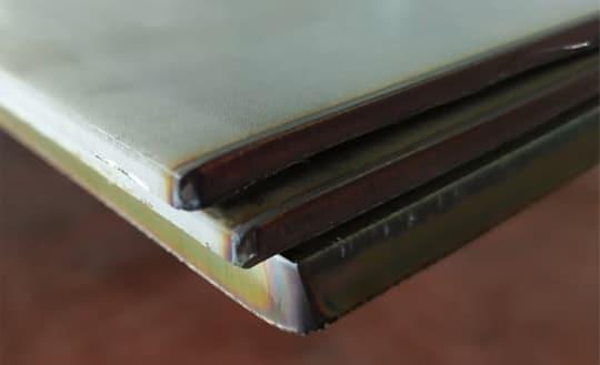Lamiere in acciaio inox, diversi spessori sovrapposti